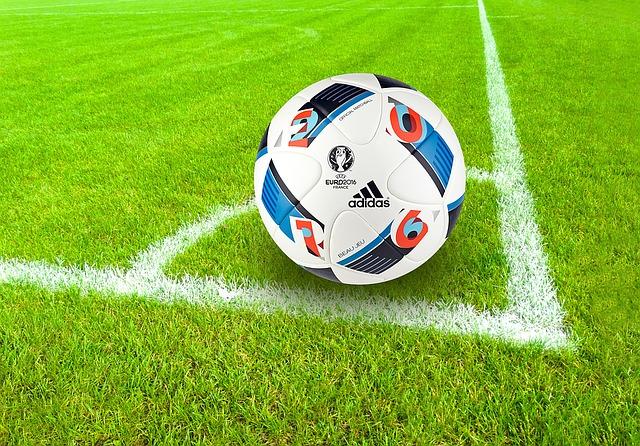 Handsignierter Fußball